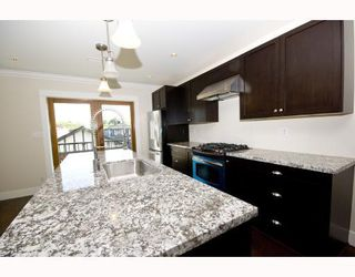 "Photo 2: 482 E 17TH Avenue in Vancouver: Fraser VE House for sale in ""MAIN STREET"" (Vancouver East)  : MLS®# V772640"