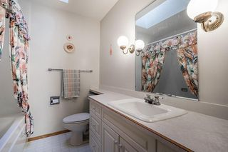 Photo 14: 5340 LA SALLE Crescent SW in Calgary: Lakeview Detached for sale : MLS®# C4266612