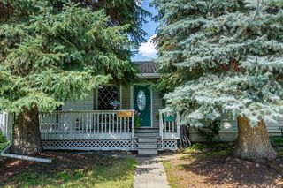 Photo 1: 5340 LA SALLE Crescent SW in Calgary: Lakeview Detached for sale : MLS®# C4266612