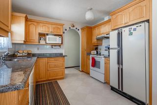 Photo 6: 5340 LA SALLE Crescent SW in Calgary: Lakeview Detached for sale : MLS®# C4266612