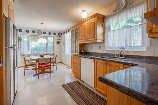 Photo 5: 5340 LA SALLE Crescent SW in Calgary: Lakeview Detached for sale : MLS®# C4266612