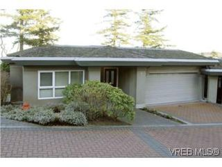 Photo 1: 8 942 Boulderwood Rise in VICTORIA: SE Broadmead Row/Townhouse for sale (Saanich East)  : MLS®# 527520