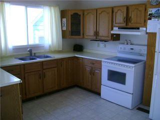 Photo 3: 372 Truro Street in WINNIPEG: St James Residential for sale (West Winnipeg)  : MLS®# 1008813