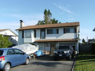 Photo 1: 12624 88A Avenue in Surrey: Queen Mary Park Surrey House for sale : MLS®# F2823035
