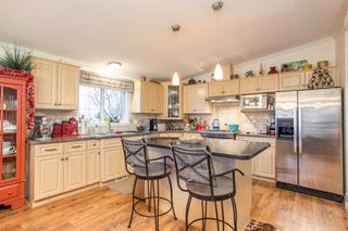"""Photo 5: 15834 ESSEX Place in Surrey: King George Corridor Manufactured Home for sale in """"Cranley Place"""" (South Surrey White Rock)  : MLS®# R2520166"""