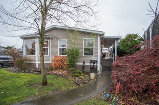 """Photo 3: 15834 ESSEX Place in Surrey: King George Corridor Manufactured Home for sale in """"Cranley Place"""" (South Surrey White Rock)  : MLS®# R2520166"""