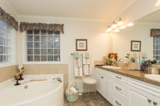 """Photo 15: 15834 ESSEX Place in Surrey: King George Corridor Manufactured Home for sale in """"Cranley Place"""" (South Surrey White Rock)  : MLS®# R2520166"""