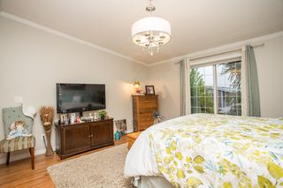 """Photo 11: 15834 ESSEX Place in Surrey: King George Corridor Manufactured Home for sale in """"Cranley Place"""" (South Surrey White Rock)  : MLS®# R2520166"""