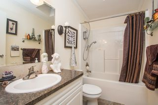 """Photo 13: 15834 ESSEX Place in Surrey: King George Corridor Manufactured Home for sale in """"Cranley Place"""" (South Surrey White Rock)  : MLS®# R2520166"""