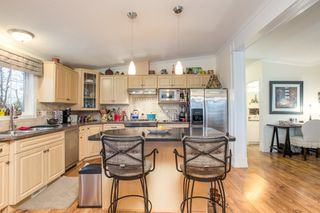 """Photo 4: 15834 ESSEX Place in Surrey: King George Corridor Manufactured Home for sale in """"Cranley Place"""" (South Surrey White Rock)  : MLS®# R2520166"""