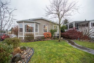 """Photo 1: 15834 ESSEX Place in Surrey: King George Corridor Manufactured Home for sale in """"Cranley Place"""" (South Surrey White Rock)  : MLS®# R2520166"""