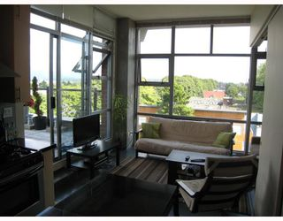Photo 3: 402 2635 PRINCE EDWARD Street in Vancouver: Mount Pleasant VE Condo for sale (Vancouver East)  : MLS®# V731701