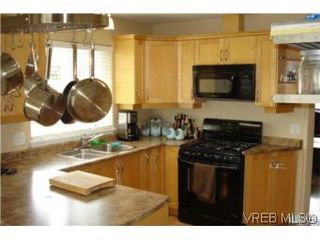Photo 3: 959 Bray Ave in VICTORIA: La Langford Proper House for sale (Langford)  : MLS®# 507177