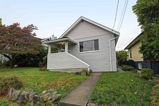 Photo 1: 413 SCHOOL Street in New Westminster: The Heights NW House for sale : MLS®# R2410340
