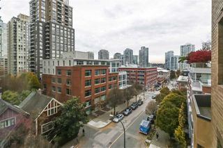 """Photo 3: 604 488 HELMCKEN Street in Vancouver: Yaletown Condo for sale in """"ROBINSON TOWER"""" (Vancouver West)  : MLS®# R2418705"""