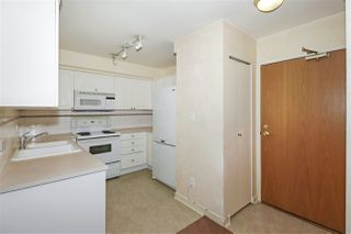 """Photo 8: 604 488 HELMCKEN Street in Vancouver: Yaletown Condo for sale in """"ROBINSON TOWER"""" (Vancouver West)  : MLS®# R2418705"""
