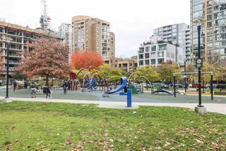 """Photo 19: 604 488 HELMCKEN Street in Vancouver: Yaletown Condo for sale in """"ROBINSON TOWER"""" (Vancouver West)  : MLS®# R2418705"""