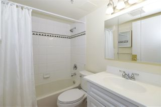 """Photo 11: 604 488 HELMCKEN Street in Vancouver: Yaletown Condo for sale in """"ROBINSON TOWER"""" (Vancouver West)  : MLS®# R2418705"""