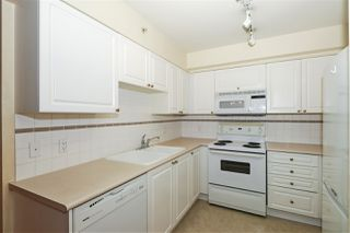 """Photo 10: 604 488 HELMCKEN Street in Vancouver: Yaletown Condo for sale in """"ROBINSON TOWER"""" (Vancouver West)  : MLS®# R2418705"""