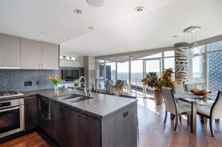 """Photo 2: 2701 1372 SEYMOUR Street in Vancouver: Yaletown Condo for sale in """"The Mark"""" (Vancouver West)  : MLS®# R2493210"""