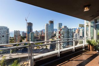 """Photo 6: 2701 1372 SEYMOUR Street in Vancouver: Yaletown Condo for sale in """"The Mark"""" (Vancouver West)  : MLS®# R2493210"""