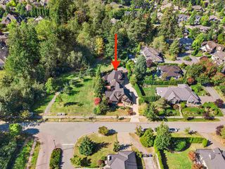 Photo 3: 2221 139A STREET in Surrey: Elgin Chantrell House for sale (South Surrey White Rock)  : MLS®# R2501841