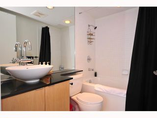"""Photo 3: 1704 989 BEATTY Street in Vancouver: Downtown VW Condo for sale in """"NOVA"""" (Vancouver West)  : MLS®# V815922"""