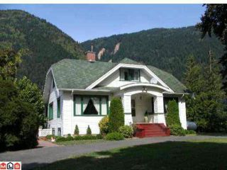 Photo 1: 39963 N PARALLEL Road in Abbotsford: Sumas Mountain House for sale : MLS®# F1011208