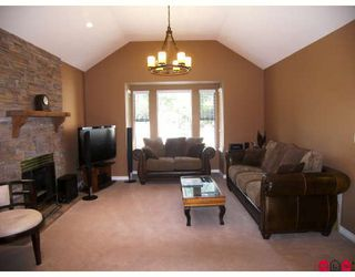 """Photo 2: 1936 AMBLE GREENE Drive in Surrey: Crescent Bch Ocean Pk. House for sale in """"AMBLE GREENE PARK"""" (South Surrey White Rock)  : MLS®# F2917355"""