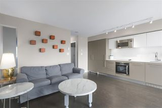 Photo 3: 1604 999 SEYMOUR Street in Vancouver: Downtown VW Condo for sale (Vancouver West)  : MLS®# R2397812