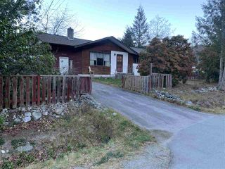 Photo 1: 38379 HEMLOCK Avenue in Squamish: Valleycliffe House for sale : MLS®# R2422954
