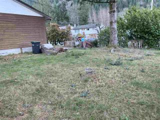 Photo 4: 38379 HEMLOCK Avenue in Squamish: Valleycliffe House for sale : MLS®# R2422954