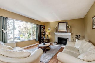 Photo 3: 12330 CARLTON Street in Maple Ridge: West Central House for sale : MLS®# R2428981