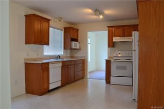Photo 5: 8 Eagle Lane in View Royal: VR Glentana Manufactured Home for sale : MLS®# 843897