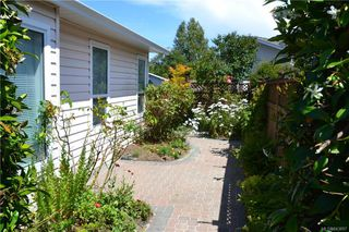Photo 2: 8 Eagle Lane in View Royal: VR Glentana Manufactured Home for sale : MLS®# 843897