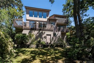 Photo 2: 950 Easter Rd in Saanich: SE Quadra House for sale (Saanich East)  : MLS®# 843512