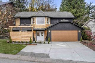 """Main Photo: 2229 MOUNTAIN Drive in Abbotsford: Abbotsford East House for sale in """"Mountain Village"""" : MLS®# R2520144"""