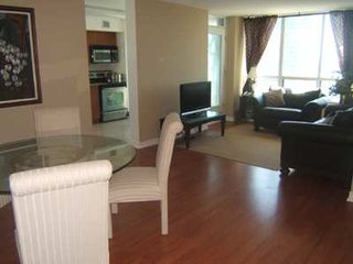 Photo 4: 9 30 Grand Trunk Crest in Toronto: Condo for sale (C01: TORONTO)  : MLS®# C1914833