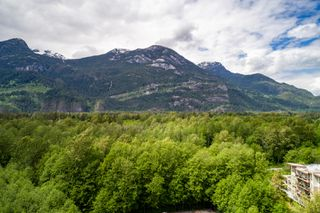 """Photo 23: 1177 NATURES GATE Crescent in Squamish: Downtown SQ Townhouse for sale in """"Natures Gate at Eaglewind"""" : MLS®# R2459208"""