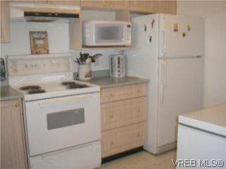 Photo 4: 205 951 Topaz Ave in VICTORIA: Vi Hillside Condo for sale (Victoria)  : MLS®# 514982