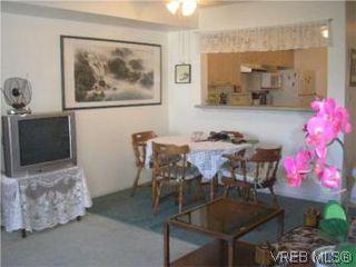 Photo 2: 205 951 Topaz Ave in VICTORIA: Vi Hillside Condo for sale (Victoria)  : MLS®# 514982