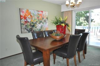 Photo 7: 1586 Bonita Place in VICTORIA: SE Gordon Head Single Family Detached for sale (Saanich East)  : MLS®# 415450
