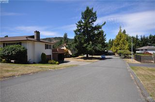 Photo 32: 1586 Bonita Place in VICTORIA: SE Gordon Head Single Family Detached for sale (Saanich East)  : MLS®# 415450