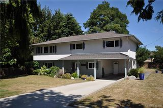 Photo 1: 1586 Bonita Place in VICTORIA: SE Gordon Head Single Family Detached for sale (Saanich East)  : MLS®# 415450