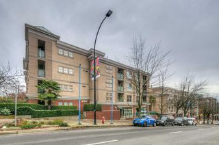 "Main Photo: 124 332 LONSDALE Avenue in North Vancouver: Lower Lonsdale Condo for sale in ""The Calypso"" : MLS®# R2403074"