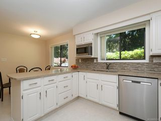 Photo 10: 4575 Rithetwood Dr in : SE Broadmead Single Family Detached for sale (Saanich East)  : MLS®# 850126