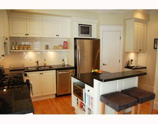 """Photo 3: 166 W 14TH Avenue in Vancouver: Mount Pleasant VW Townhouse for sale in """"HALLHAUS"""" (Vancouver West)  : MLS®# V811944"""