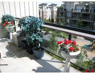 """Photo 3: 406 10180 153RD Street in Surrey: Guildford Condo for sale in """"CHARLTON PARK"""" (North Surrey)  : MLS®# F2913521"""