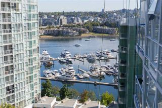 "Photo 3: 1706 193 AQUARIUS Mews in Vancouver: Yaletown Condo for sale in ""Marinaside Resort Residences"" (Vancouver West)  : MLS®# R2404326"