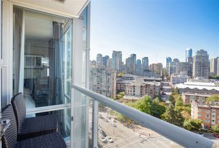 "Photo 9: 1706 193 AQUARIUS Mews in Vancouver: Yaletown Condo for sale in ""Marinaside Resort Residences"" (Vancouver West)  : MLS®# R2404326"